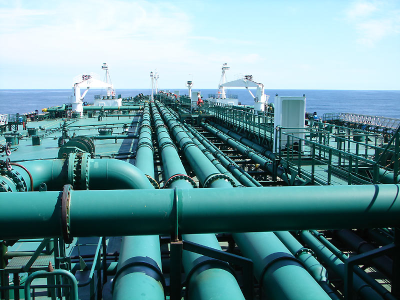 Pipes_on_an_oil_tanker